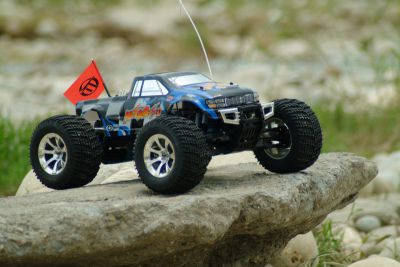 Автомобиль Thunder Tiger SLEDGE HAMMER MTA-4 V2 MONSTER TRUCK 1:8 Нитро (6225-F102) Синий